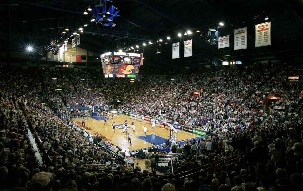 Basketballers excel in Antwerp